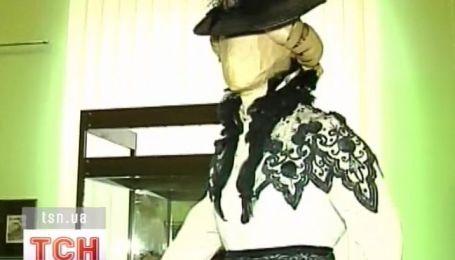 Старинные дамские платья  первой половины 19 - начала 20 века демонстрируют во Львове