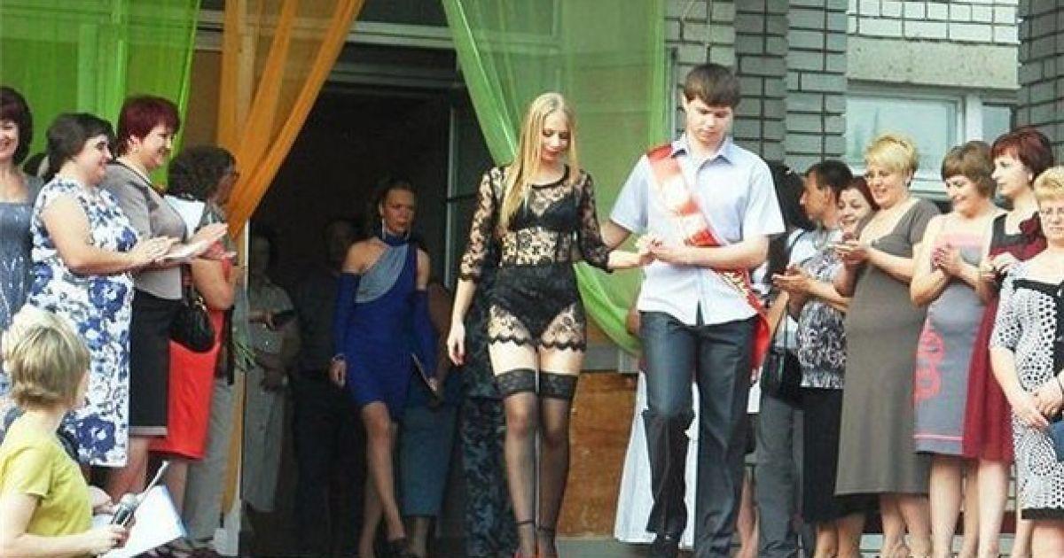 Гипюровое платье выпускница