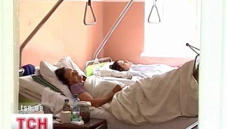 В Тернополе двое молодых людей выпали из многоэтажек и остались живы
