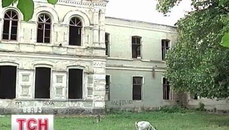 В руины может превратиться 200-летнее учебное заведение