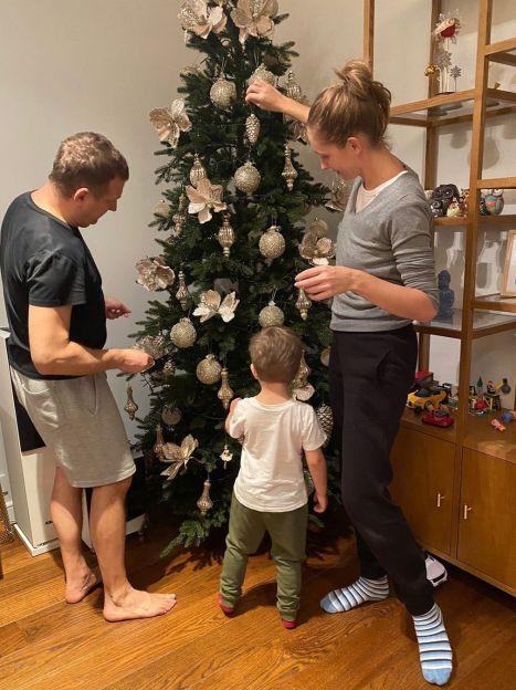 Катя Осадча та Юрій Горбунов з сином Іваном / © Instagram Юрия Горбунова