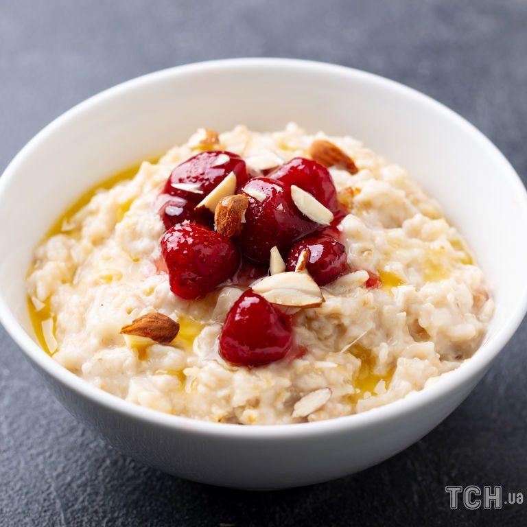 Швидкий полуничний сніданок: простий і смачний рецепт