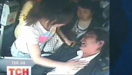 В Китае водитель автобуса спасла жизни почти сотни пассажиров