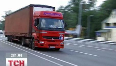 Столичные власти запретили въезжать габаритным авто в город с 10.00 до 22.00