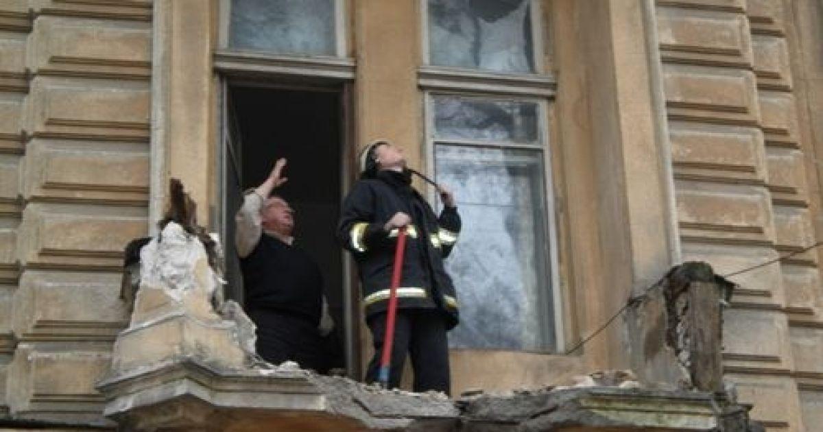 Одесситка вышла покурить и упала вместе с балконом - украина.