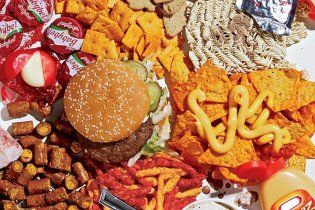 Гамбургери і тістечка можуть викликати депресію