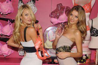 Ангели Victoria's Secret спокушали з білизною у руках