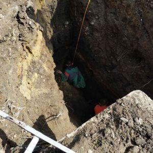 Оползень во время строительства супермаркета: в Винницкой области вытащили из-под завала мужчину