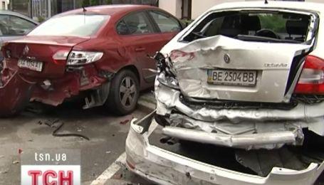 В Киеве пожарная машина разбила пять иномарок