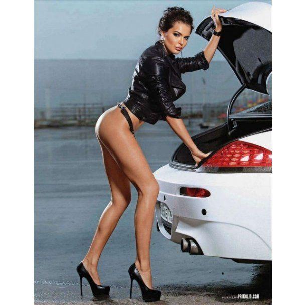Обнаженная Playmate Инесса Тушканова показала свою страсть к авто