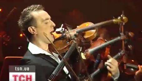 Львовский музыкант-виртуоз сыграл на четырех скрипках одновременно