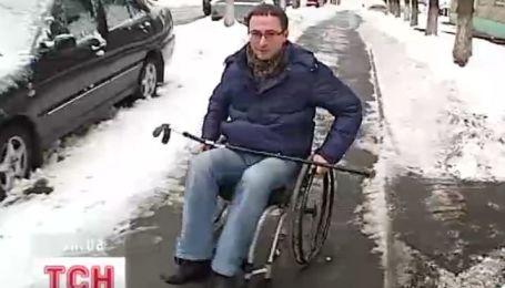"""Журналіст """"ТСН-Тиждень"""" спробував провести день у інвалідному візку"""