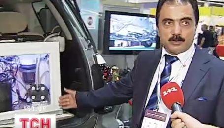 У Катарі презентували автомобіль який їздить на воді