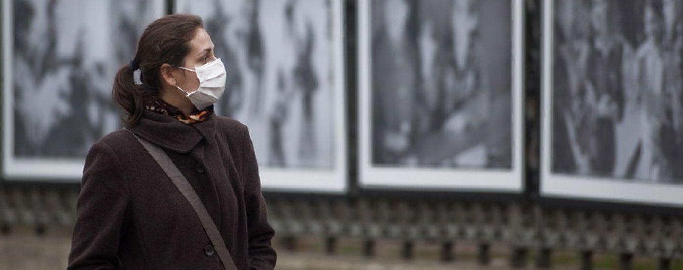 В Україні спалахнув небезпечний вірус, який масово вкладає людей на лікарняні ліжка