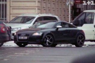 Поки Тимошенко живе у душі, її чоловік розсікає Прагою на машині за півмільйона