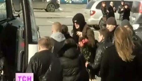 Гламурный рок в Киеве - американский певец Адам Ламберт прилетел в Киев