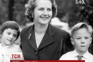 У школі Тетчер прозвали зубочисткою, а у виші вона ледь не вийшла заміж за графа