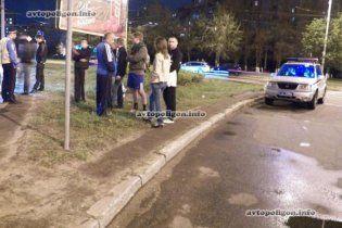 В Киеве гаишники, спеша на вызов, сбили на пешеходном переходе человека