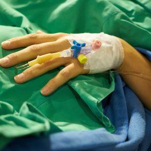 В Украине зафиксировали рекордное количество смертей от коронавируса с начала пандемии
