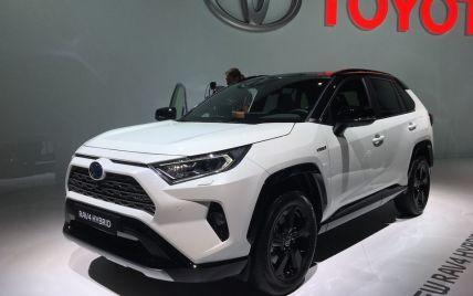 СБУ закупить гібридні автомобілі Toyota на 66 мільйонів гривень