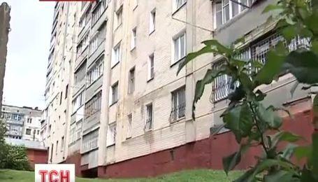 В Хмельницькому виписують з лікарні 4-річного малюка, котрий випав з 7 поверху