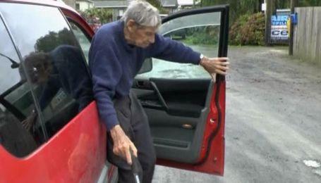 105-летний водитель рассекает по улицам в Новой Зеландии