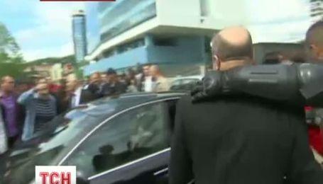 Почти три тысячи демонстрантов блокировали здание боснийского парламента