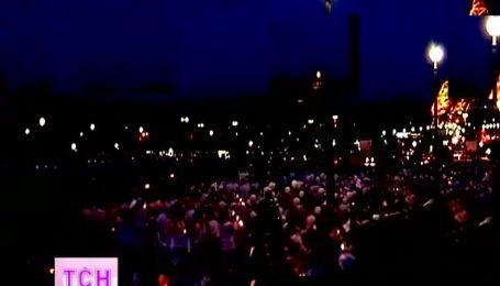 У Парижі 10 000 людей у білому влаштували флеш-моб