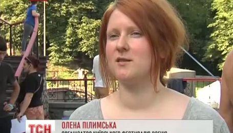 Крупнейший фестиваль огня проходит в Киеве