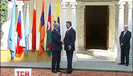 Лукашенко прилетел в Киев, чтобы агитировать за вступление в Таможенный Союз
