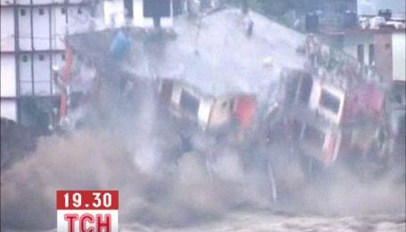 Повінь в Індії поглинає цілі житлові квартали