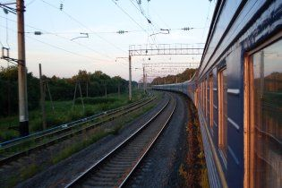 В Запорожской области неизвестные взорвали мост: поезда остановили