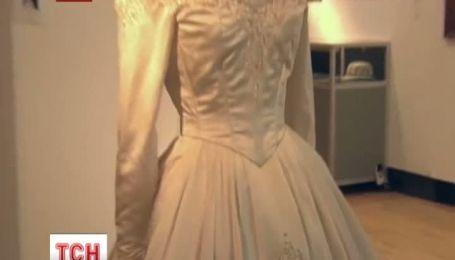 Весільну сукню Елізабет Тейлор продадуть на аукціоні