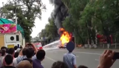 В Алма-Аті вибухнув і загорівся бензовоз