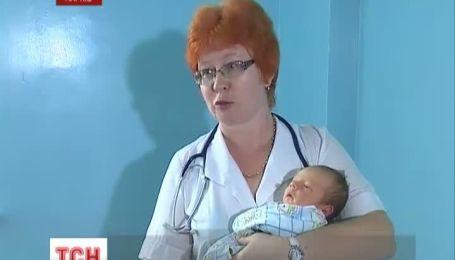 В Харькове мать выбросила новорожденного на улицу