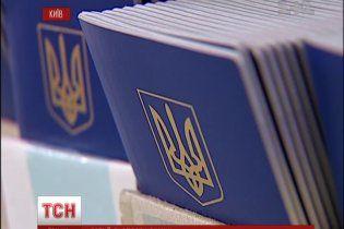 Сьогодні поновлять друк закордонних паспортів