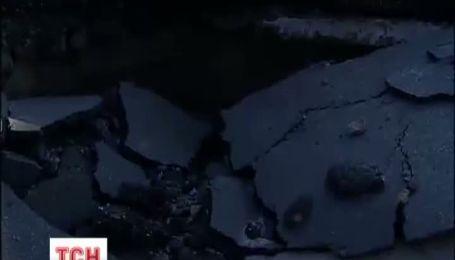 В Киеве посреди дороги забил 20 метровый фонтан горячей воды