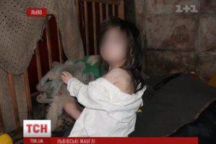 Львівські діти-мауглі опиняться у психлікарні, а в місті шукають винних у знущанні над малюками