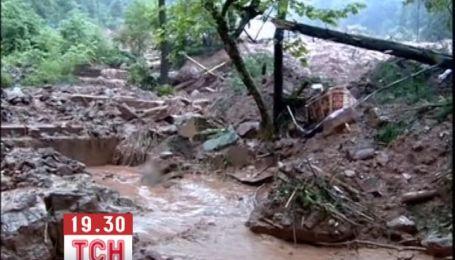 Масштабні зсуви продовжуються в Китаї через зливи