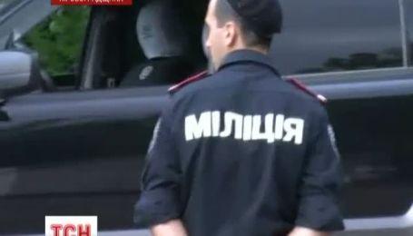 На Кіровоградщині легковик збив 2 людей на тротуарі