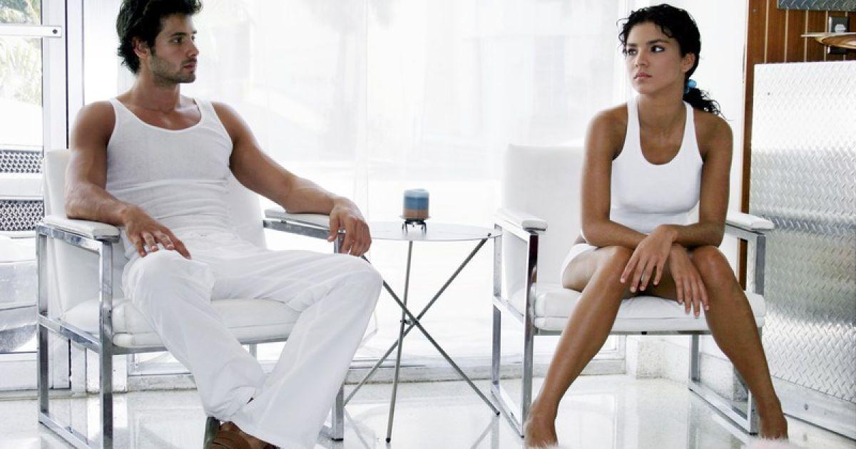 осталась дома с симпотичным парнем и занилась сексом