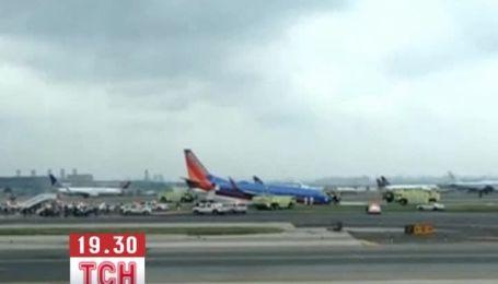 В США літак з поломаним шасі приземлився на ніс