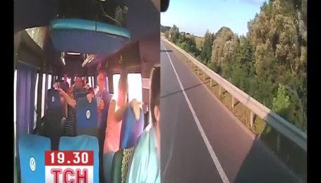 Водій, який перекинув маршрутку на Житомирщині, знову перевозитиме пасажирів