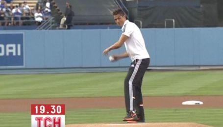 Роналду в Лос-Анджелесе открыл бейсбольный матч
