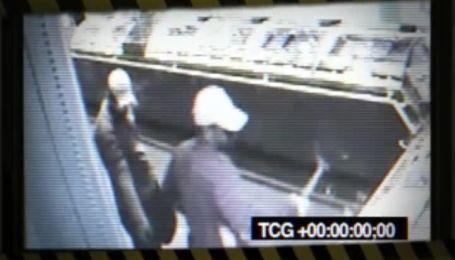 После нападения на ювелирные грабители не могут избавиться краденого