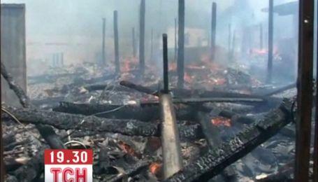 В китайському селі за кілька годин вщент вигоріло майже 60 будинків