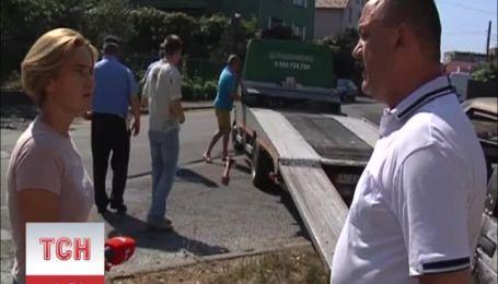 У Мукачеві загорівся автомобіль з водієм
