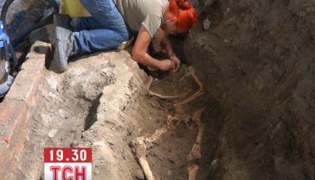 """Археологи добрались останков """"Моны Лизы"""" с картины Леонардо да Винчи"""