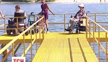 В Черкасах  відкрили перший пляж для людей з обмеженими можливостями
