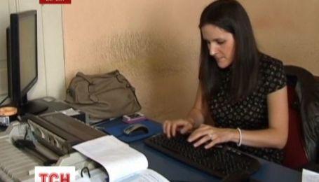 Усе догори дригом бачить 29 річна жителька Сербії